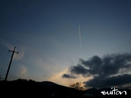見事な飛行機雲です!