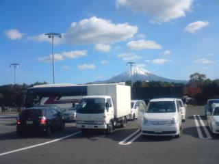 大山と保冷車081122.jpg