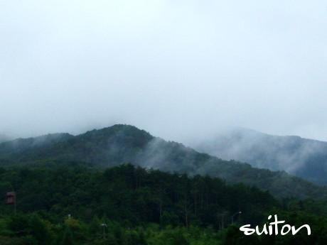霧がかかり、ドヨ〜ンとしてます!